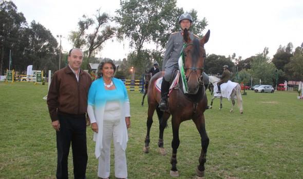 Premio I. Municipalidad de Viña del Mar a ganador de concurso hípico organizado por Carabineros de Chile