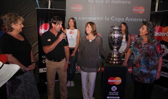 En exhibición del trofeo de Copa América en Viña del Mar, alcaldesa Virginia Reginato  reiteró que estadio  Sausalito estará listo para el torneo