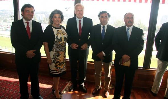 Jinete de Il Campione, ganador de El Derby, fue premiado por alcaldesa Virginia Reginato