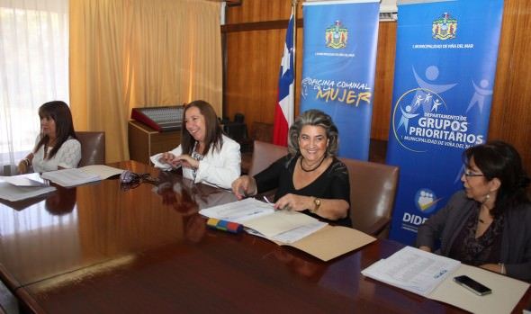 Jurado presidido por alcaldesa Virginia Reginato, presentó postulantes a la mujer destacada  de Viña del Mar