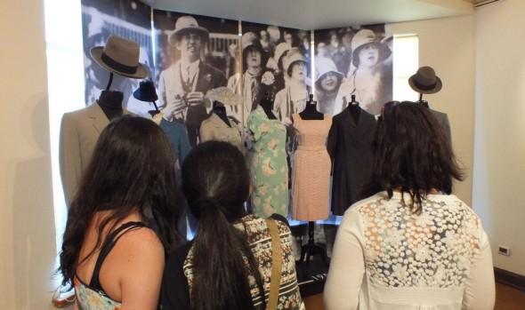 Municipio de Viña del Mar invita a exposición de vestuario y accesorios de principios del siglo XX