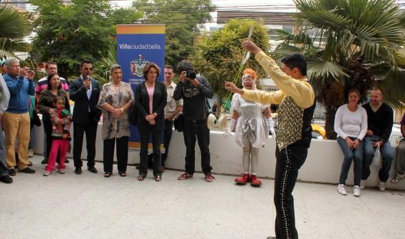 Artistas de American Circus saludaron a alcaldesa Virginia Reginato