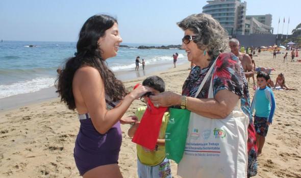 Llamado a no dejar desechos en las playas hizo alcaldesa Virginia Reginato  y Ministerio de Medio Ambiente