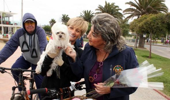 En Día de los Eamorados, alcaldesa Virginia Reginato saludó a los transeúntes