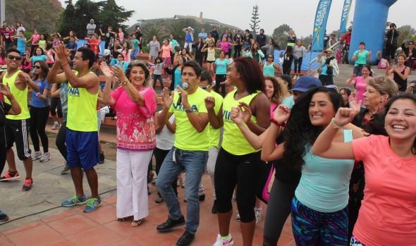 Con clases de zumba animada por Rafael Araneda, alcaldesa Virginia Reginato inició actividades previas del Festival de Viña