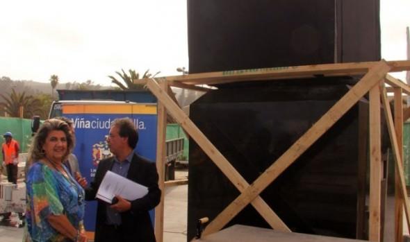 Trabajos para emplazar obra de arte que  regalarán a Viña del Mar fueron inspeccionados por alcaldesa Virginia Reginato