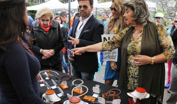 Jurados del Festival visitaron feria de micro emprendedores junto a alcaldesa Virginia Reginato