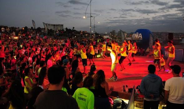 Con espectacular zumba nocturna, municipio de Viña del Mar  clausuró actividades en la Playa del Deporte