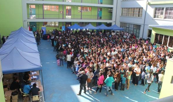 2.500 sets escolares a estudiantes vulnerables de la comuna entregó alcaldesa Virginia Reginato