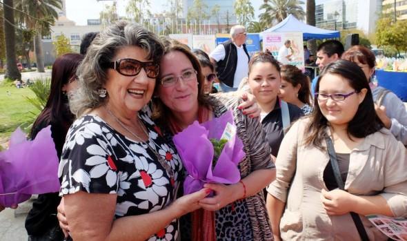 Mujeres viñamarinas recibieron simbólico saludo de alcaldesa Virginia Reginato, en víspera de celebrar su día
