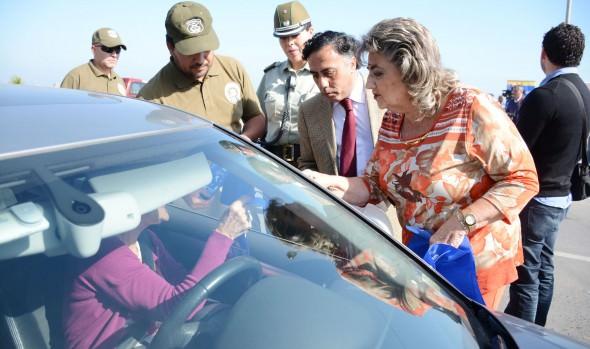Llamado a adoptar medidas que evite robos desde el interior de vehículos realizó alcaldesa Virginia Reginato y gobernador