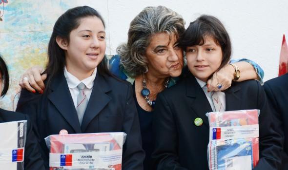 En ceremonia de entrega de útiles escolares de JUNAEB participó alcaldesa Virginia Reginato
