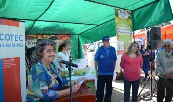 Locatarios de feria Nueva Aurora reciben nueva implementación de parte de alcaldesa Virginia Reginato y Sercotec