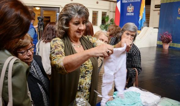 Alcaldesa Virginia Reginato lanzó campaña solidaria Tejiendo con Amor 2015