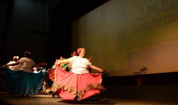 Agrupaciones de Adultos Mayores se lucieron en muestra artística organizada por el municipio de Vña del Mar