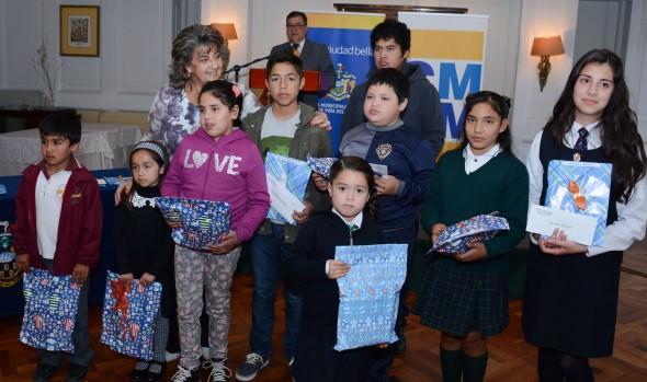 Hijos de funcionarios del Cementerio Santa Inés recibieron becas escolares de parte de alcaldesa Virginia Reginato