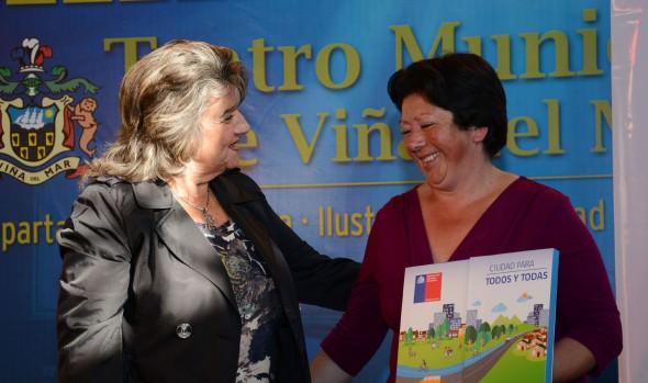 Familias viñamarinas fueron beneficiadas con subsidio para adquirir viviendas construidas