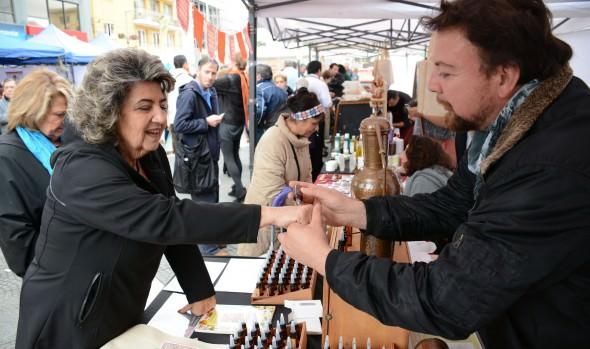 Atractivos productos naturales ofreció Bio-feria que fue visitada por alcaldesa Virginia Reginato