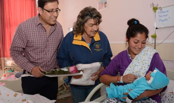 Mamás que dieron a luz en el Hospital Fricke, recibieron ajuares de parte de alcaldesa Virginia Reginato