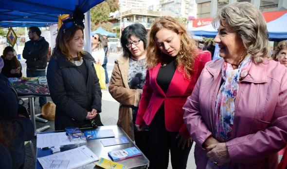 1ª feria de integración social en Viña del Mar fue visitada por alcaldesa Virginia Reginato
