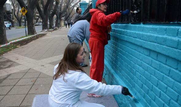 Pintado de fachada y rejas de Liceo Bicentenario por parte  de la comunidad escolar fue valorado por alcaldesa Virginia Reginato