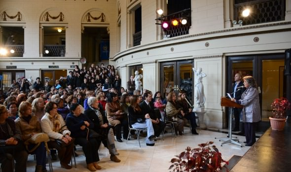 Mujeres viñamarinas se lucieron presentando sus creaciones en tejido en desfile organizado por el municipio de Viña del Mar