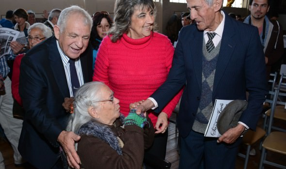 Revista que rememora historias de Santa Inés presentó alcaldesa Virginia Reginato