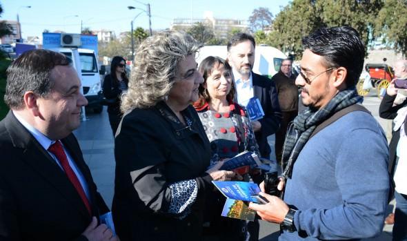 Autoridades entregan información y orientación a turistas que visitan Viña del Mar