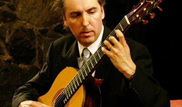 """Concierto """"Del clasicismo al cine"""" realizará guitarrista Antonio Rioseco en Foyer del Teatro Municipal de Viña del Mar"""