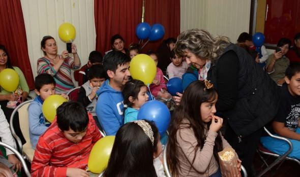 Niños de Achupallas disfrutaron con función gratuita de cine, presentada por municipio de Viña del Mar