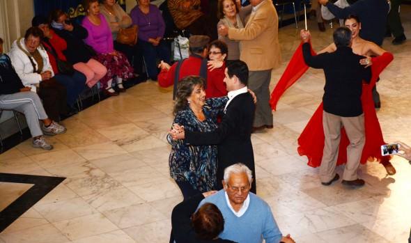 Municipio de Viña del Mar ofrece clases gratuitas de bailes de salón