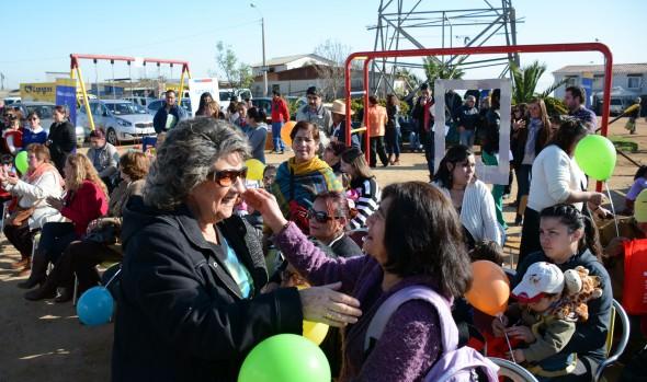 Vecinos de Forestal junto a alcaldesa Virginia Reginato mejoran plaza de juegos