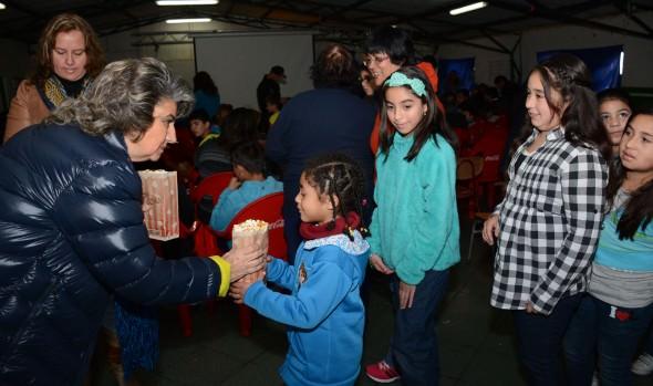 Niños de Miraflores en Viña del Mar disfrutaron con función gratuita de cine