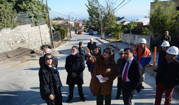 Reposición de vía estructurante de Viña del Mar fue inspeccionada por alcaldesa Virginia Reginato