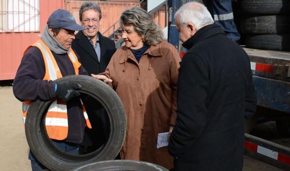 Reciclaje del municipio de Viña del Mar ha permitido reducir presencia de neumáticos en sitios eriazos y espacios públicos