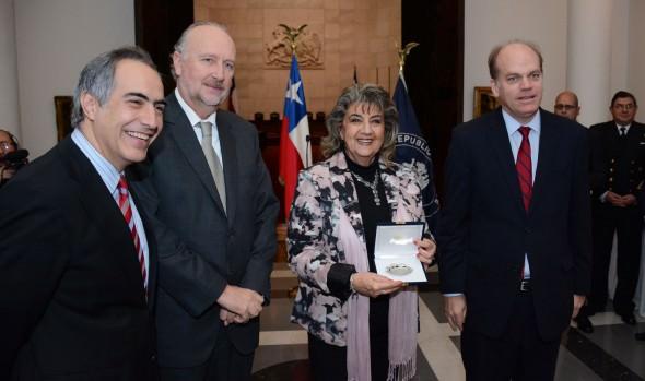 Exposición de  valiosa colección pictórica del Palacio Vergara fue inaugurada por alcaldesa Virginia Reginato en el Congreso