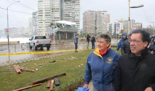 En terreno, alcaldesa Virginia Reginato, evaluó daños de temporal en Viña del Mar