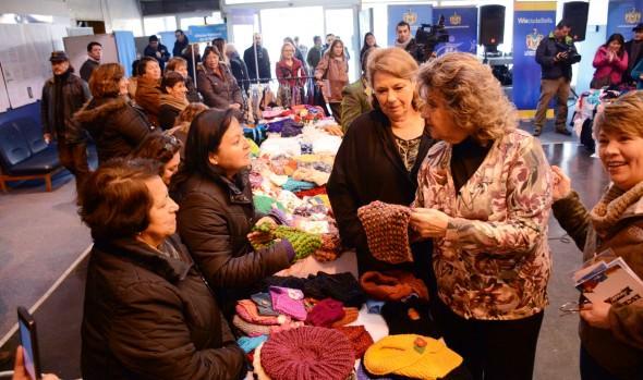 Vecinas exhibieron novedosas creaciones en tejido en muestra organizada por el municipio de Viña del Mar