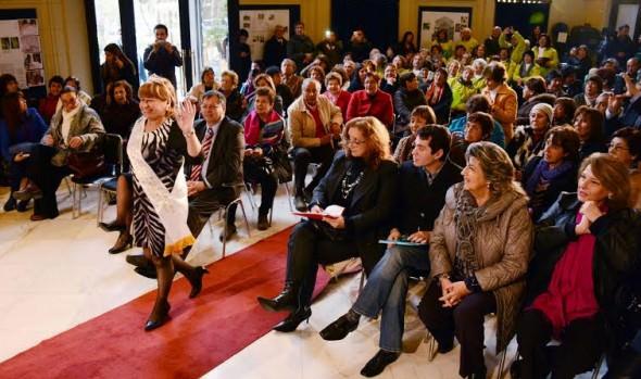 20 entusiastas candidatas del reinado del Adulto Mayor, organizado por el municipio de Viña del Mar, se lucieron en  desfile de modas