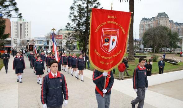 Escuela Bernardo O'Higgins de Viña del Mar  celebró aniversario y conmemoró natalicio del Padre de la Patria con desfile de alumnos