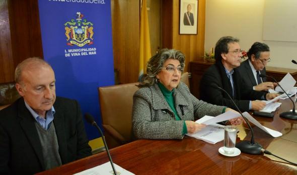 Alcaldesa Virginia Reginato da a conocer plan integral para recuperar borde costero afectado por temporal y marejadas