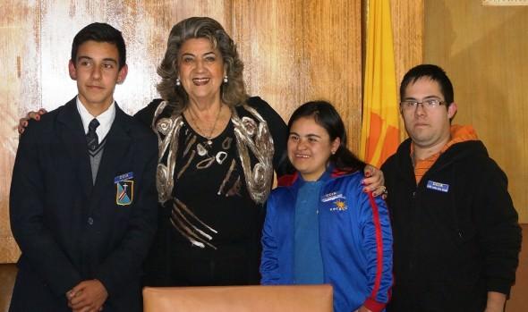 Alumnos de consejo comunal de la infancia y adolescencia de Viña del Mar reciben investidura como consejeros de parte de alcaldesa Virginia Reginato