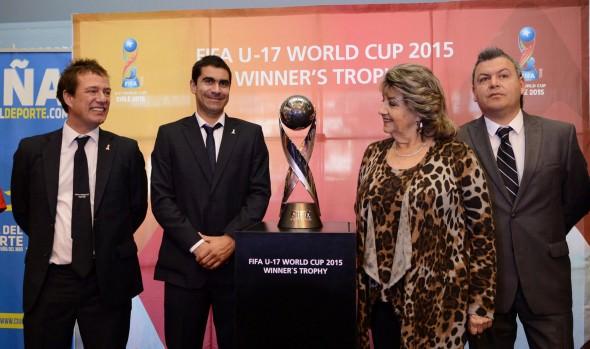 Trofeo de la Copa Mundial Sub-17 FIFA Chile 2015 fue recibido por alcaldesa Virginia Reginato en su gira a Viña del Mar