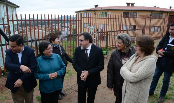 Obras de cierre perimetral de Conjunto habitacional de Miraflores Alto fue inspeccionado por alcaldesa Virginia Reginato