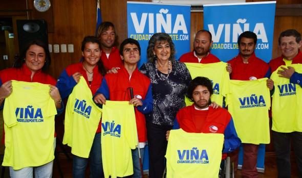 Surfistas con capacidades especiales, fueron saludados por acaldesa Virginia Reginato, antes e viajar a torneo en EEUU