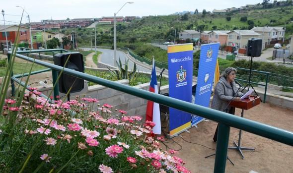 Remozada plaza de Villa Rukan II en Reñaca Alto fue visitada por alcaldesa Virginia Reginato