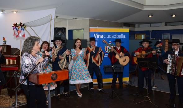 Con el tradicional esquinazo y caravana folklórica ya se viven las Fiestas Patrias en Viña del Mar