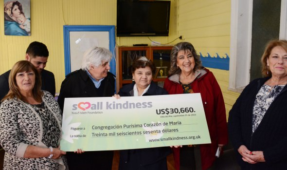 Importante donación económica a hogar de menores oficializó artista que participó en el  Festival de la Canción Viña del Mar