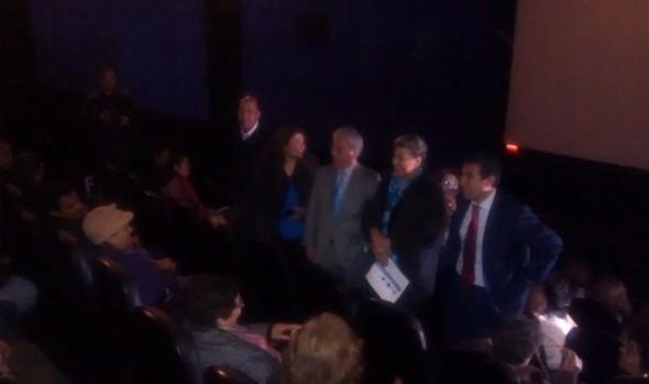 Alcaldesa  Virginia Reginato recibió a Adultos Mayores de Marga Marga que disfrutaron de función de cine