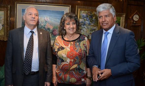 Experto español presentó a alcaldesa Virginia Reginato  proyecto de tren rápido Viña - Santiago